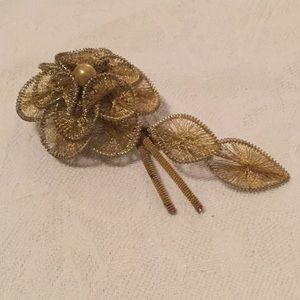 🌻So Elegant Estate Vintage Goldtone Fun Brooch 🌻